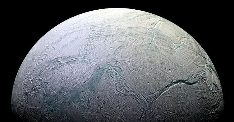 Bulan Saturnus Ini Miliki Kandungan Dasar Kehidupan