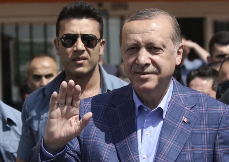 https: img.okezone.com content 2017 04 17 18 1668993 kelompok-pro-referendum-unggul-konstitusi-turki-akan-berubah-9bSi87Vx07.jpg