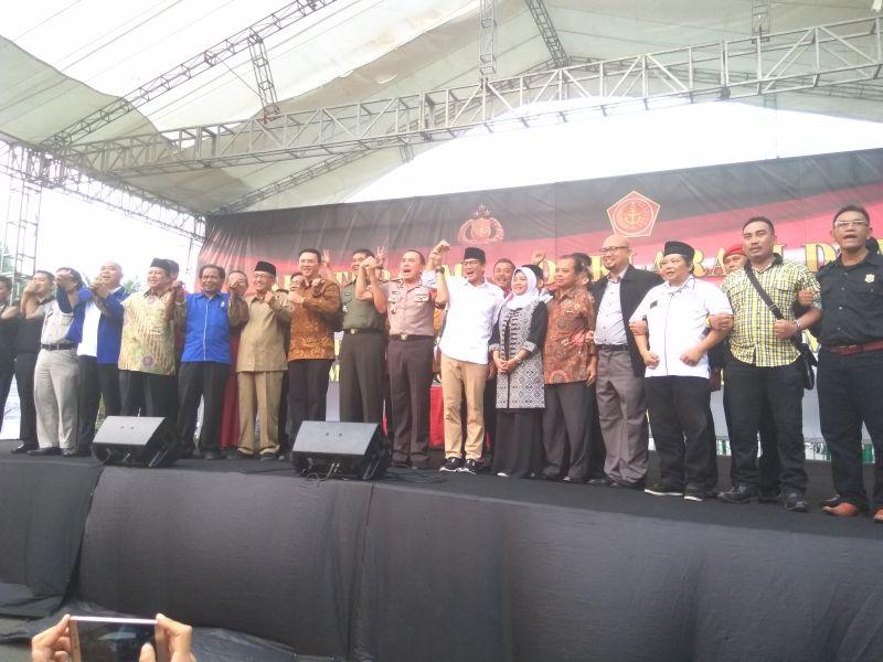 Kapolda Metro Jaya bersama kandidat dan stakeholder Pilgub DKI Jakarta (Foto: Badriyanto/Okezone)
