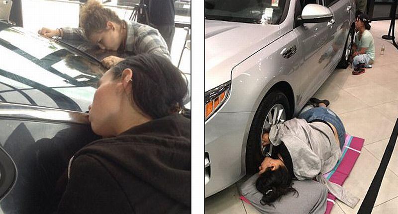 Lomba mencium mobil Kia selama 50 jam di Austin, AS (Twitter)