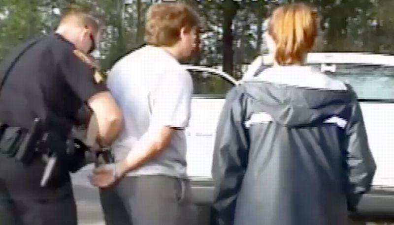 Remaja Amerika rela ditangkap demi ajakan prom unik kepada teman perempuannya. (Foto: Facebook Peachtree City Police Department)
