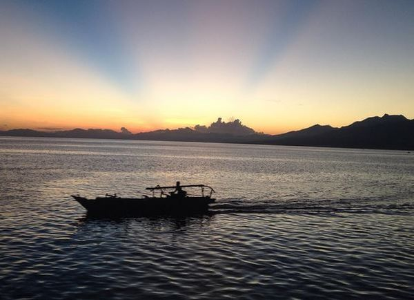 https: img.okezone.com content 2017 04 18 406 1670308 teluk-maumere-surga-dunia-di-bawah-laut-indonesia-timur-osqp0IgRAe.JPG