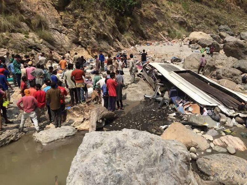 Foto keadaan bus yang terjun ke sungai tersebut (Foto: The Hindu)