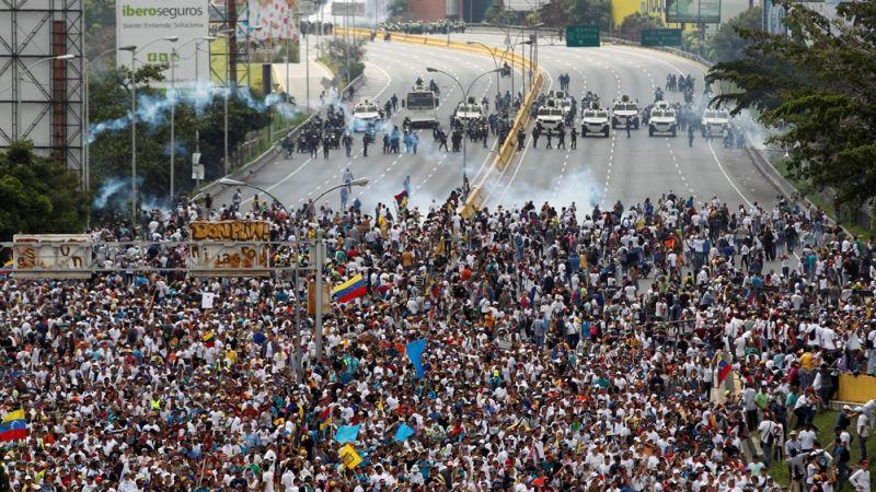 Demonstrasi besar-besaran di Caracas yang menyuarakan agar Presiden Nicolas Maduro mengundurkan diri (Foto: Reuters)