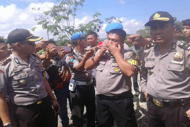 Demo di Jambi Memanas, Seorang Polisi Terluka Dihantam Tiang Bendera