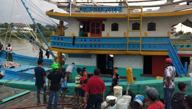 Kapal nelayan terbakar di Aceh (Foto: Rayful Mudasir)