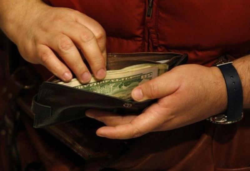 Ilustrasi dompet (Foto: Jessica Rinaldi/Reuters)