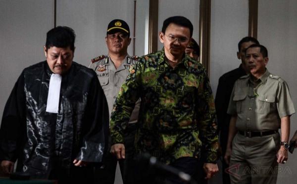 Kasus dugaan penistaan agama, Ahok dituntut satu tahun penjara (Foto: Antara)
