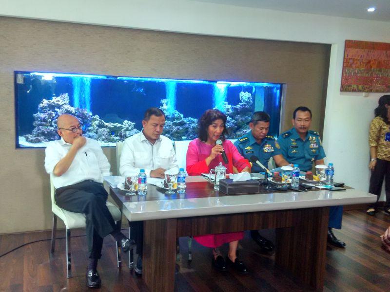 Menteri Kelautan dan Perikanan Susi Pujiastuti memberikan keterangan (foto: Okezone)