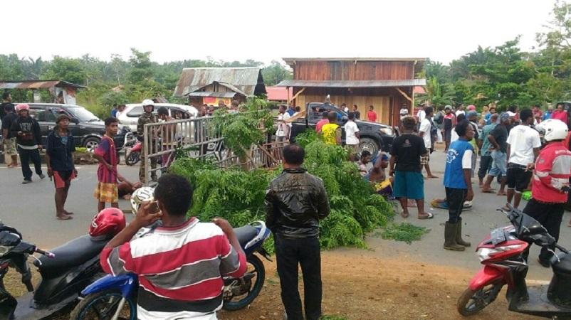 Protes Selokan Air Tak Diperbaiki, Warga Wamena Tutup Akses Jalan