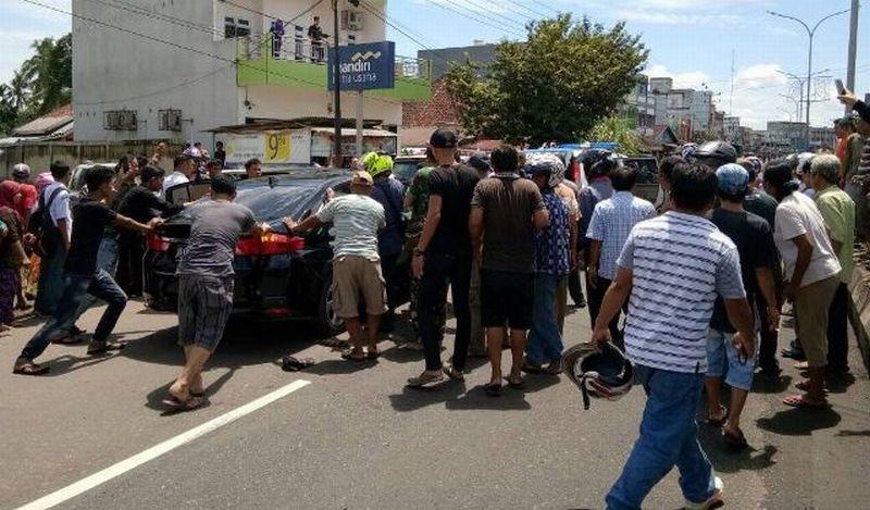 Honda City yang diberondong tembakan (foto: Era Neizma)