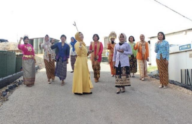 Peringati Hari Kartini, Wanita TNI di Lebanon kenakan kebaya (Foto: Ist)