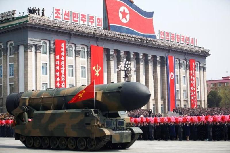 Rudal Korut yang dipamerkan dalam peringatan hari lahir pendiri negara Kim Il-sung ke-105 di Pyongyang pekan lalu. (Foto: Reuters)