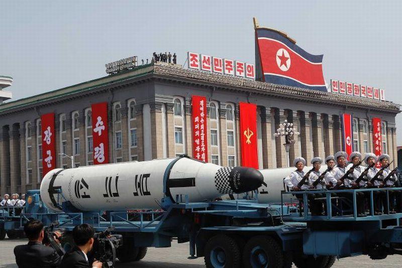 Foto rudal yang dipamerkan di parade militer Korea Utara (Foto: Reuters)