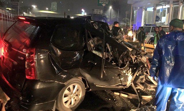Pengemudi mobil Toyota Avanza kecelakaan di Mampang (Foto: TMC Polda Metro Jaya)