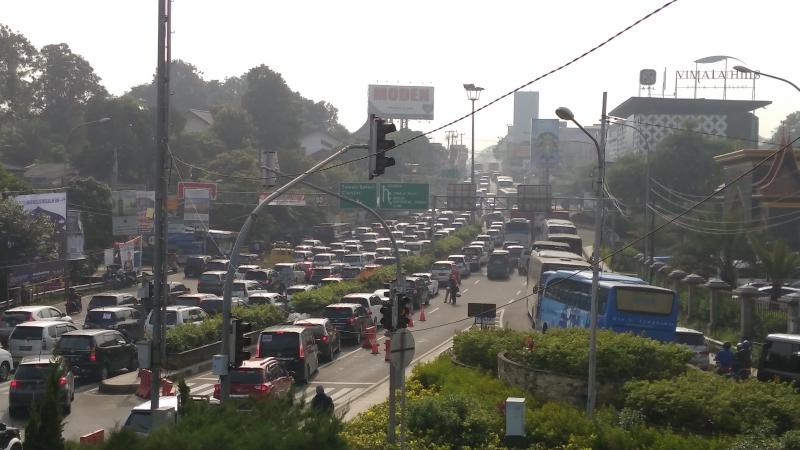 Situasi jalur puncak saat libur panjang Isra Mi'raz. Foto Okezone/Putra Ramadhani