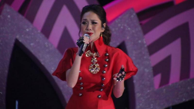 https: img.okezone.com content 2017 04 22 598 1674438 miss-indonesia-2017-merah-menyala-cantiknya-bcl-isi-malam-final-l8JTB1COp2.jpg