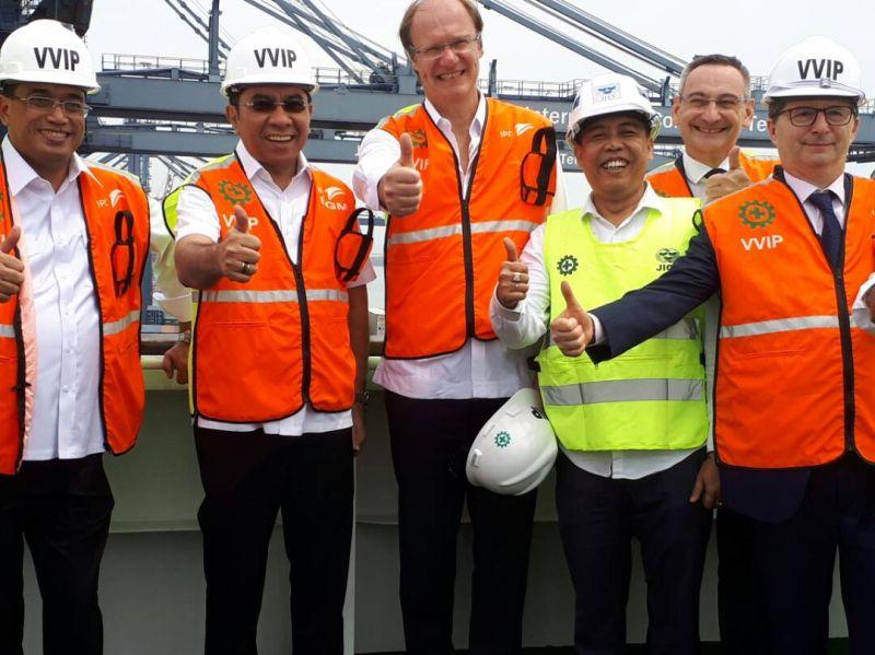 BUSINESS HITS: Kapal Raksasa Bersandar, Pelabuhan Priok Catatkan Sejarah