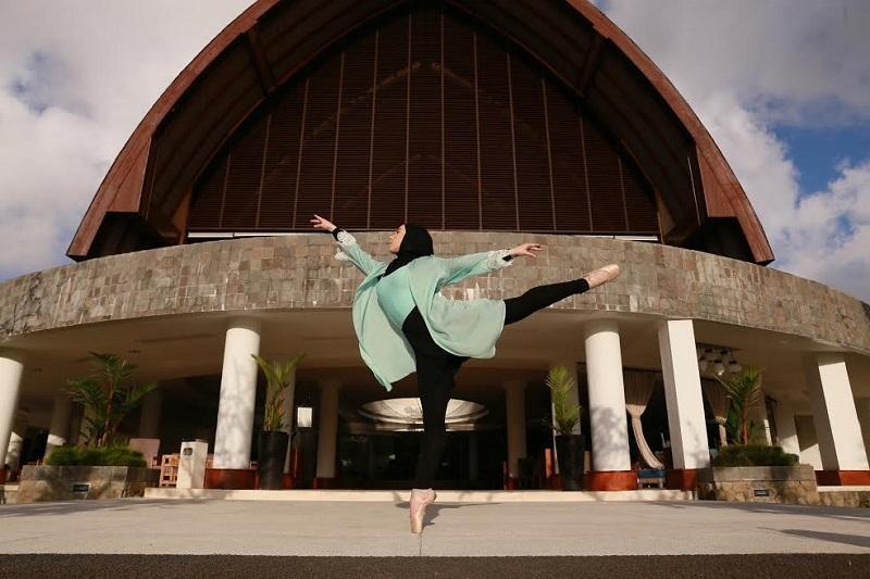 Stephanie Kurlow, Penari Balet Berhijab Pertama asal Australia