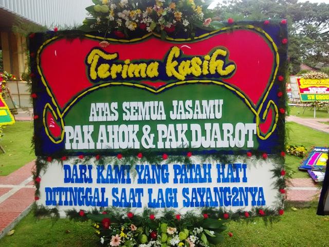"""Balai Kota """"Banjir"""" Karangan Bunga, Sandiaga: Rezeki Pengrajin Bunga"""