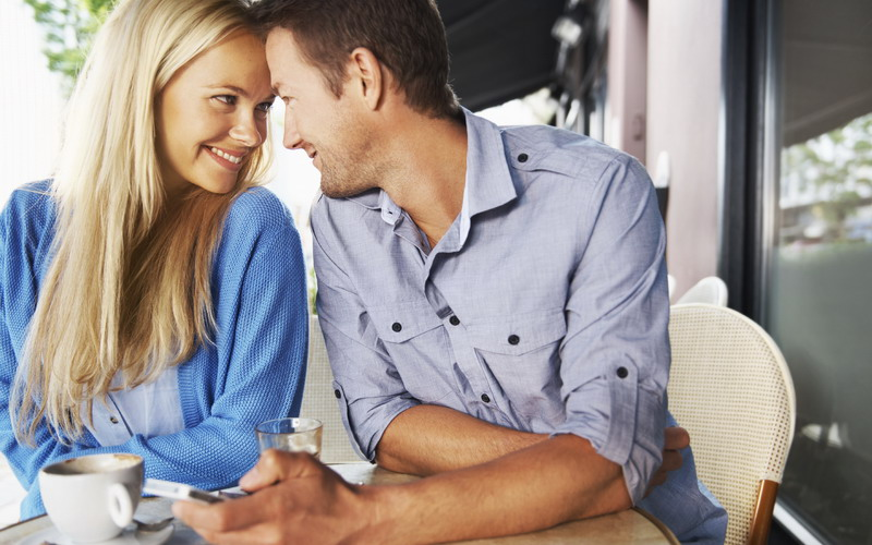 Modern Dating Itu Ngomong Bukan Hanya Saling Berkirim SMS! : Okezone  Lifestyle
