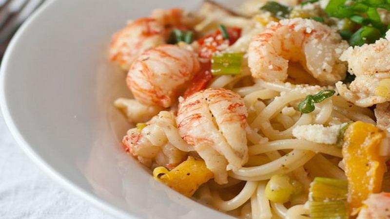 https: img.okezone.com content 2017 04 28 298 1678872 resep-pilihan-cajun-lobster-pasta-teman-makan-siang-di-akhir-pekan-2AzXaBwUW4.jpg
