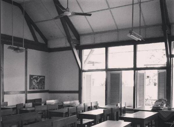 https: img.okezone.com content 2017 04 28 406 1679093 kenali-bangunan-sekolah-bersejarah-di-semarang-yuk-WgYdsB2nvo.JPG
