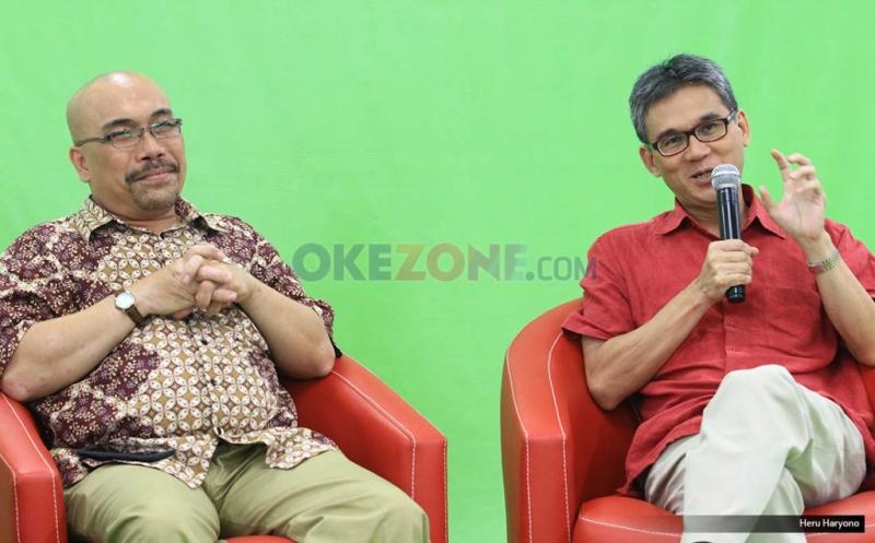 Pengamat tata kota Marco Kusuma Wijaya, kemeja merah dengan pengamat transportasi Azas Tigor dalam diskusi Redbons (Foto: Heru Haryono)