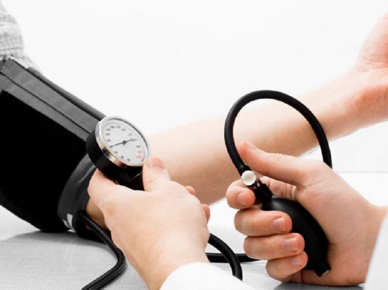https: img.okezone.com content 2017 05 03 481 1682253 solusi-alami-menurunkan-tekanan-darah-tinggi-tanpa-obat-LF9xfEwaAc.jpg