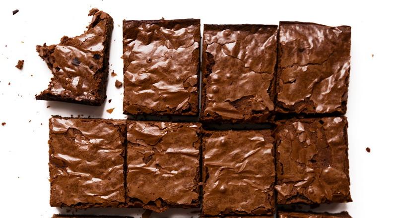 https: img.okezone.com content 2017 05 05 298 1684162 lagi-belajar-bikin-brownies-ini-tips-mengolah-agar-matang-sempurna-vLbPwq72Mg.jpg