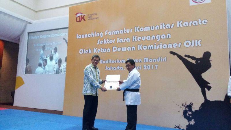 Tingkatkan Produktivitas Jasa Keuangan, Bos OJK Tularkan Spirit Karate