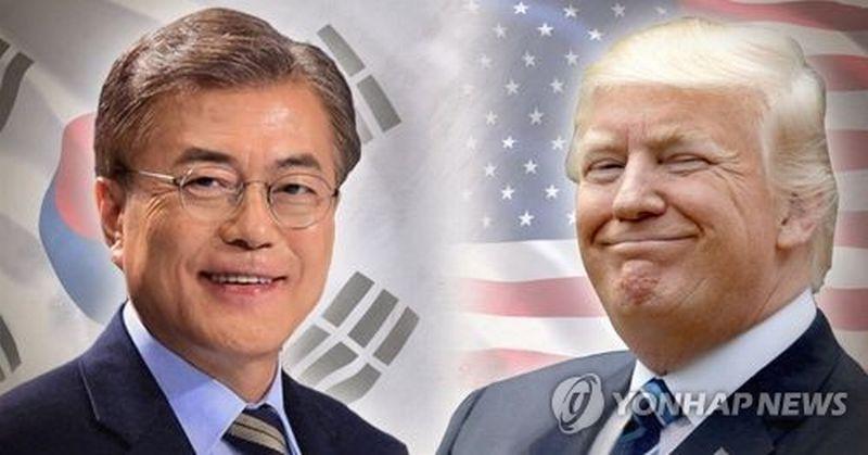 Presiden terpilih Korsel dari Partai Demokrat Liberal, Moon Jae-in dan Presiden AS, Donald Trump. (Foto: Yonhap)