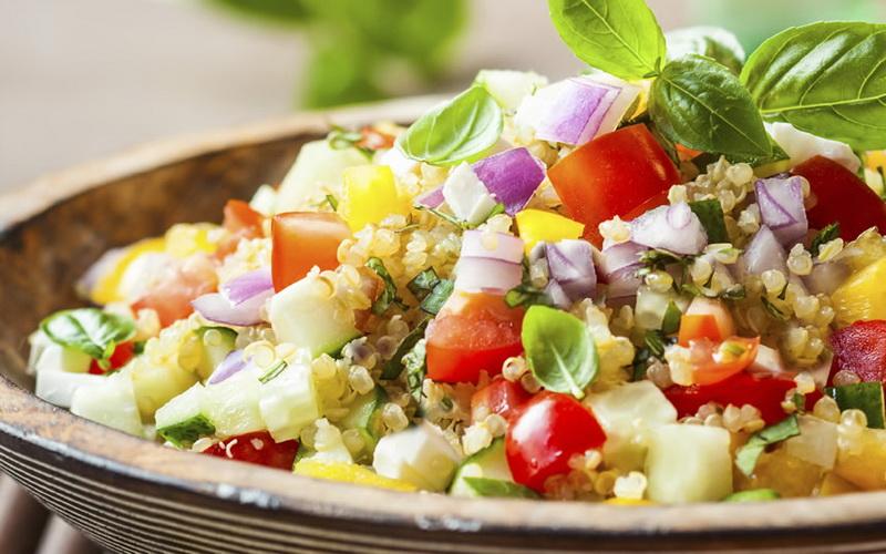 https: img.okezone.com content 2017 05 11 298 1688957 tak-perlu-beli-anda-juga-bisa-loh-membuat-salad-lezat-di-rumah-lSrWjPy5iP.jpg