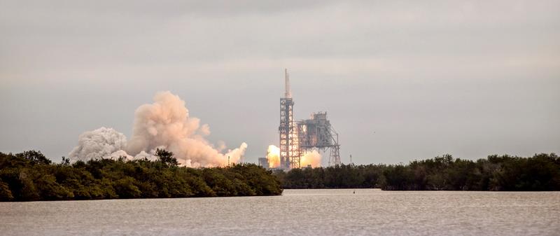 Roket Bertenaga Tinggi Besutan Elon Musk Diuji Coba