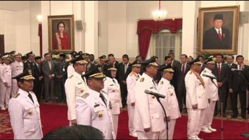 Lima Gubernur dan Wagub di Lantik Jokowi di Istana Negara (Foto: Fakhri/Okezone)