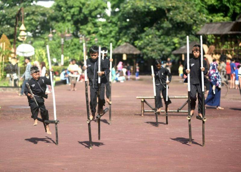 Wuuuih Di Purwakarta Ada Tempat Untuk Mengobati Kerinduan Permainan Tradisional Okezone Travel