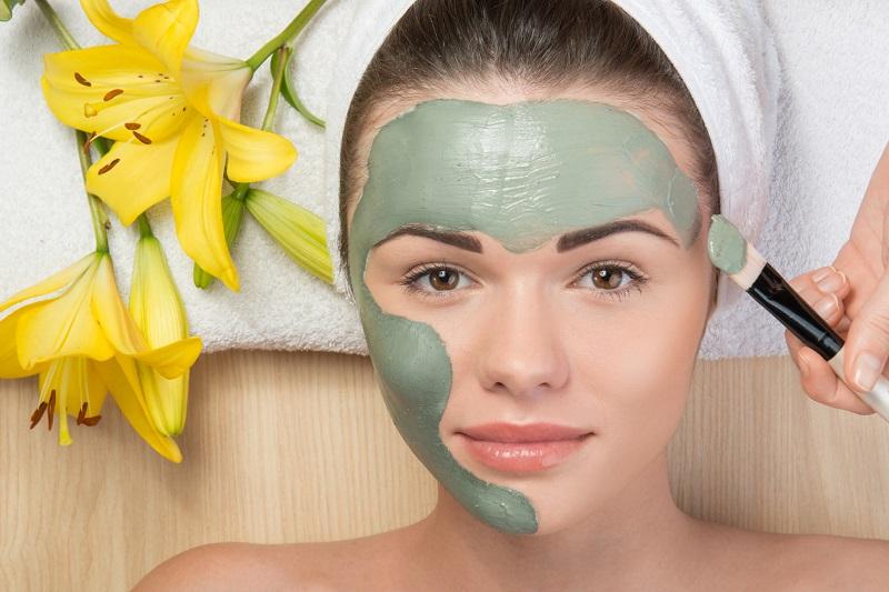 https: img.okezone.com content 2017 05 15 194 1691481 jangan-lakukan-ini-sebelum-facial-di-salon-atau-klinik-kecantikan-crbWAzgswS.jpg