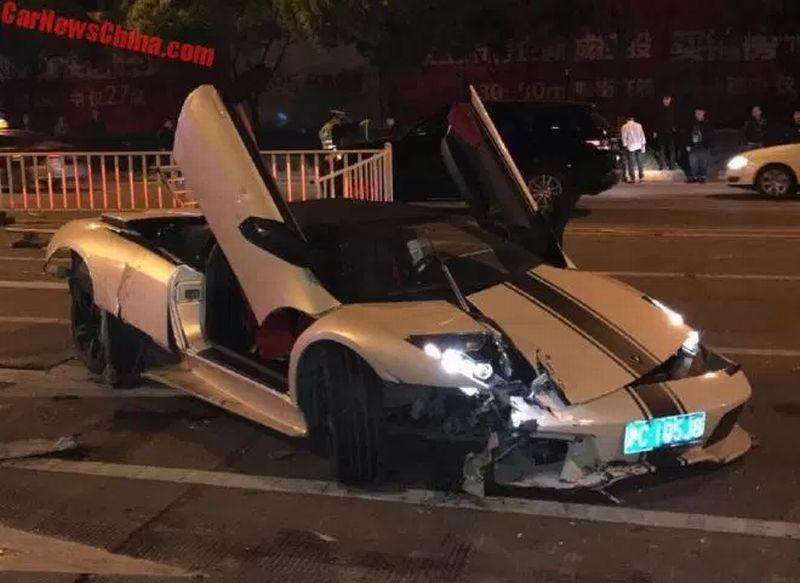 Lamborghini Murcielago LP 640-4 hancur akibat sopir hilang kendali (Carnewschina)