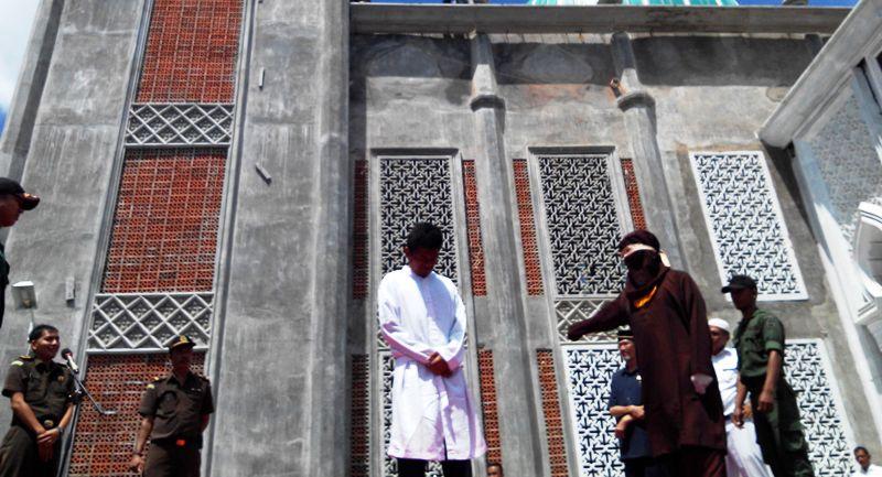 Pasangan Sesama Jenis dan 8 Pelanggar Syariat Lain Akan Dicambuk Sebelum Ramadan