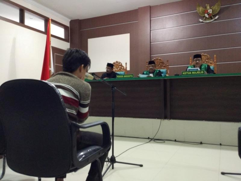 Menangis Usai Divonis 85 Kali Cambuk, Pasangan Sejenis: Ringankan Hukuman Ini Pak Hakim