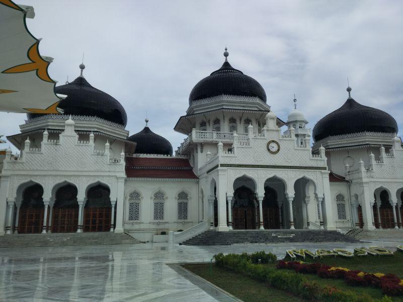 https: img.okezone.com content 2017 05 17 406 1692987 masjid-raya-baiturrahman-adalah-ikon-masjid-di-indonesia-PGF9bIxjZU.jpg