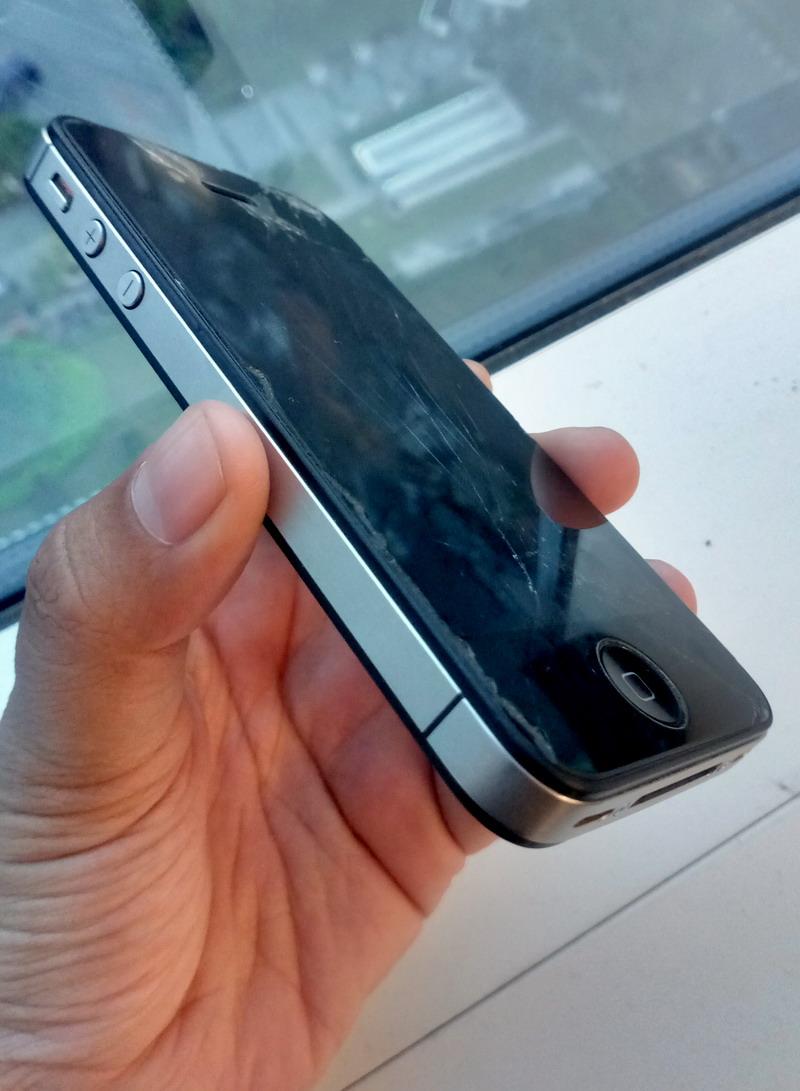 8 Kebiasaan yang Bisa Merusak Handphone (1)
