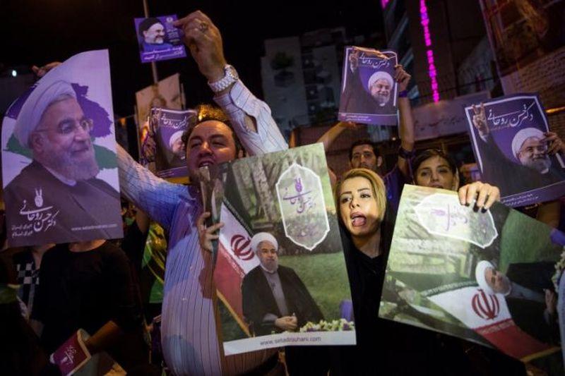 Foto para pendukung Hassan Rouhani (Foto: Reuters)