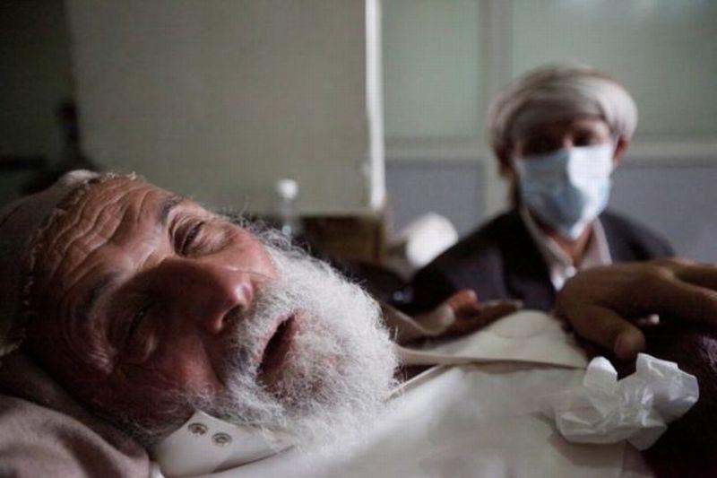 Seorang manula terkena wabah kolera di Yaman. (Foto: Reuters)