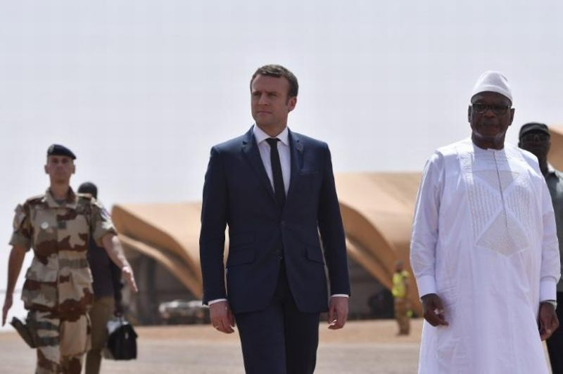 Presiden Prancis Emannuel Macron dan Presiden Mali, Ibrahim Boubacar Keita. (Foto: Reuters)