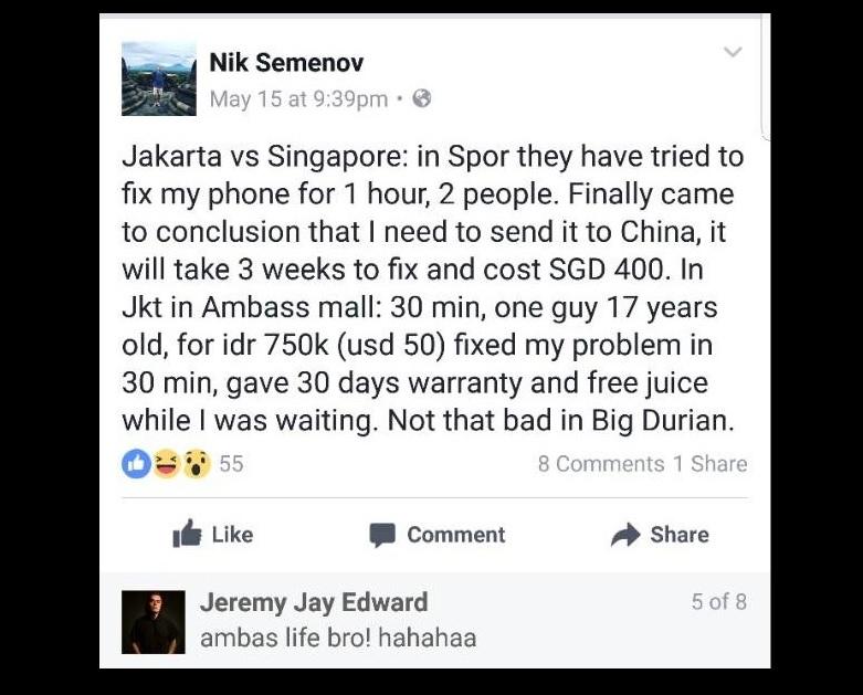 Bule Ini Pilih Servis Ponselnya di Mal Jakarta, Begini Alasannya