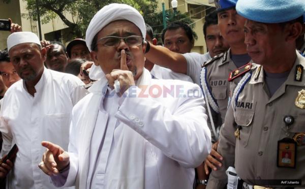Imam Besar FPI Habib Rizieq diperiksa Polda Metro Jaya (Arief/Okezone)