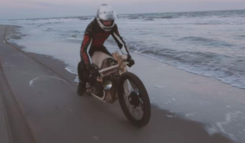 Sepeda motor kayu berbahan bakar sari ganggang laut (Youtube)