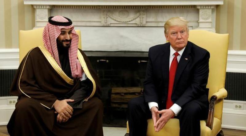 Presiden AS Donald Trump saat bertemu Menteri Pertahanan Arab Saudi, Pangeran Mohammed bin Salman di Gedung Putih, Maret 2017. (Foto: Reuters)
