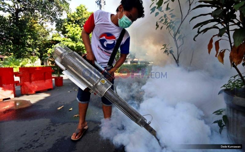 Fogging dari Partai Perindo. (Foto: Dede Kurniawan/Okezone)